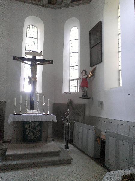 Kirche Altar und Taufengel